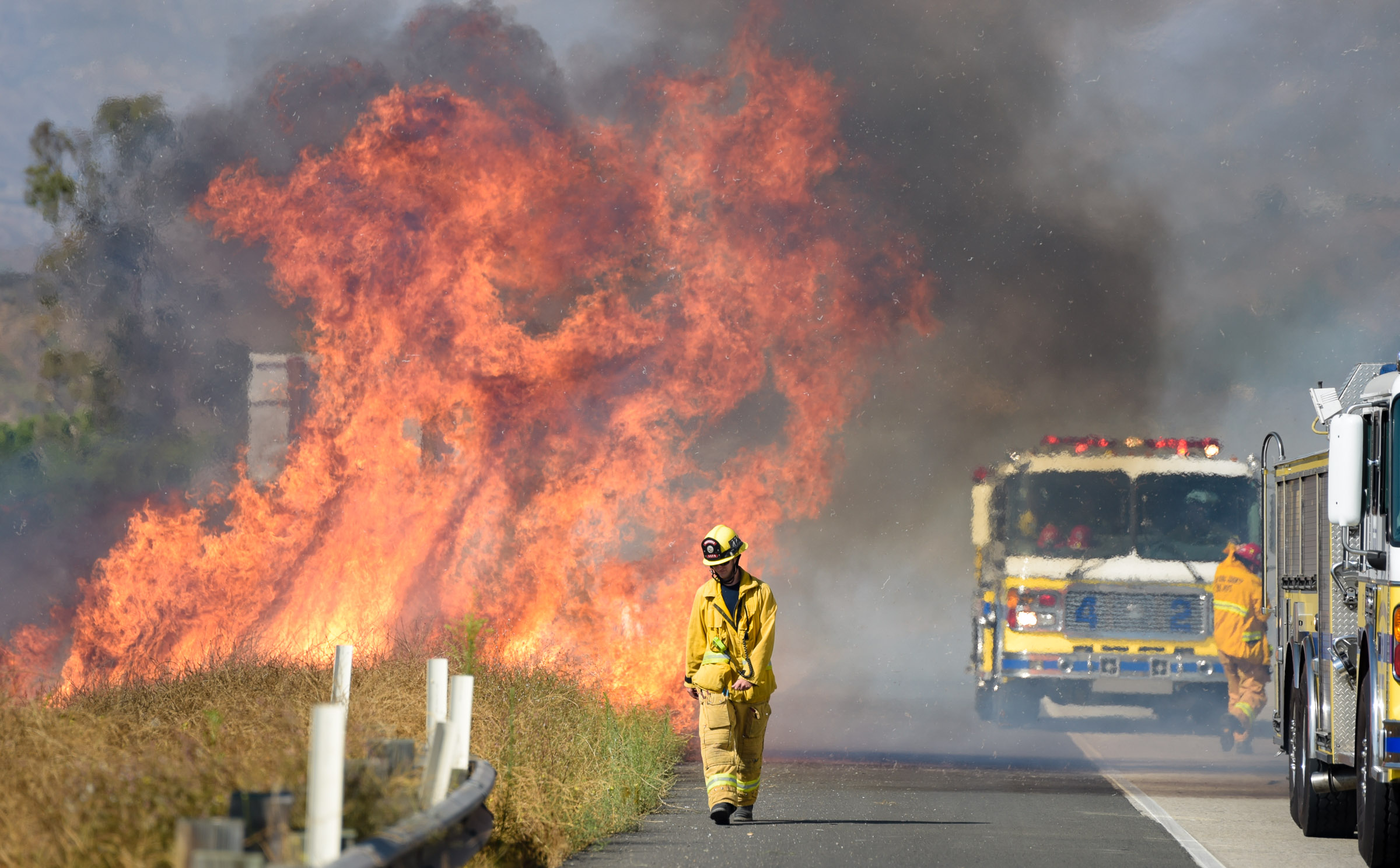 Thousand Oaks Fire >> Small Brush Fire Snarls Traffic On Highway 23